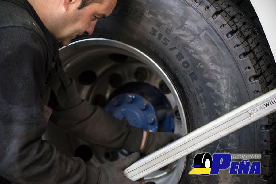 Servicio de reparación de neumáticos para camiones