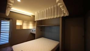 間接照明の寝室