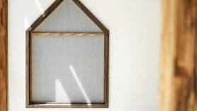 子供室のリノベーション 家型の窓