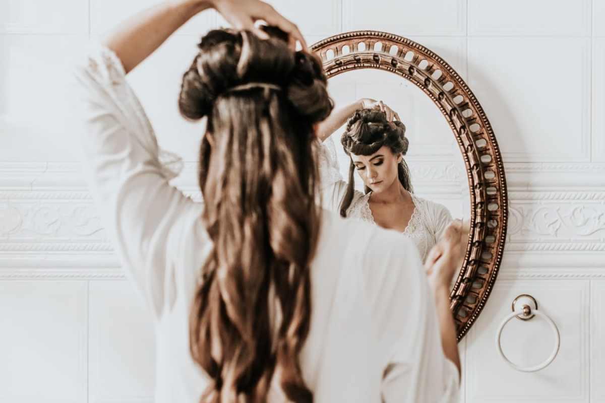 Boucles d'oreilles et coiffure