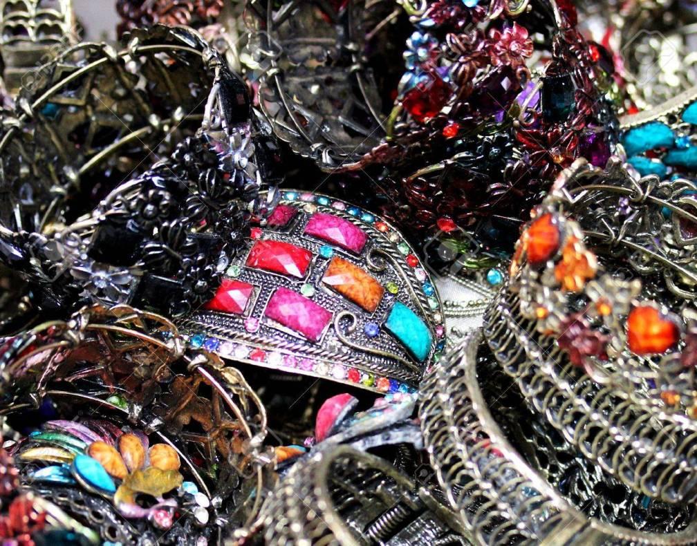 bijoux fantaisies colorés