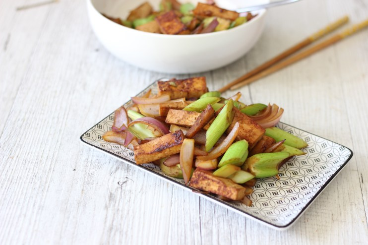 This easy vegan ginger tofu stir fry is one of my favourite meatless monday meals because it is SO EASY and perfect for using up the veggies in the fridge.
