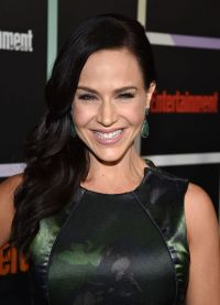 julie-benz-entertainment-weekly-s-annual-comic-con-celebration-in-san-diego_1