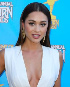 lindsey-morgan-at-2015-saturn-awards-in-burbank_7