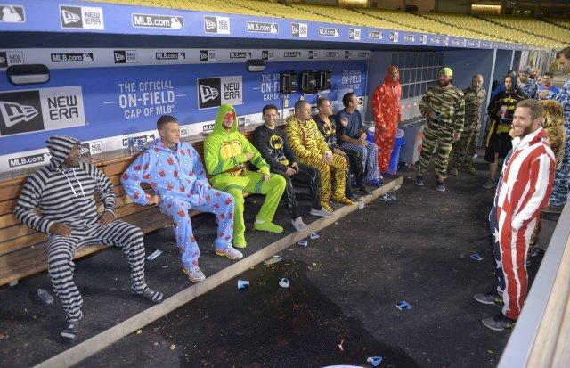 ct-zany-suits-trip-cubs-bits-spt-0501-20160430