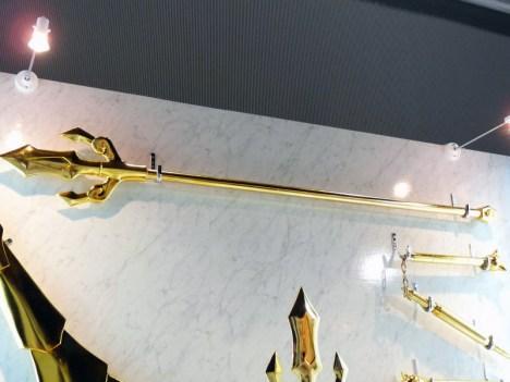 Armaduras dos Cavaleiros do Zodiaco em tamanho real Libra encaixada Tridente