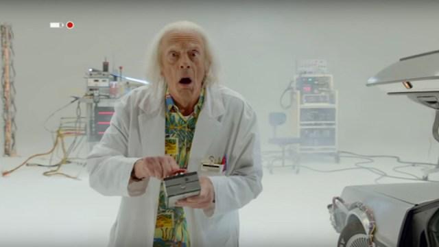 Doc Brown saves the world de volta para o futuro homenagens
