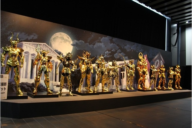 Doze armaduras de ouro em tamanho real Cavaleiros do Zodíaco