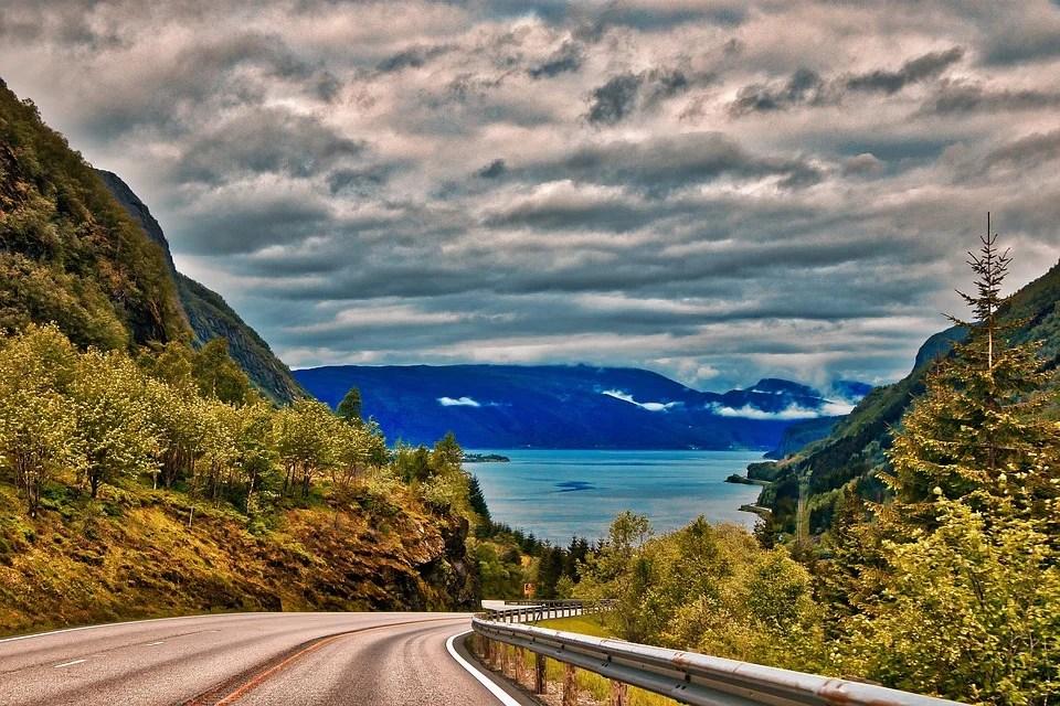 Fjord de Norvège vu de la route