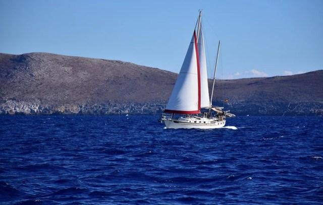 voilier de croisière dans les îles grecques