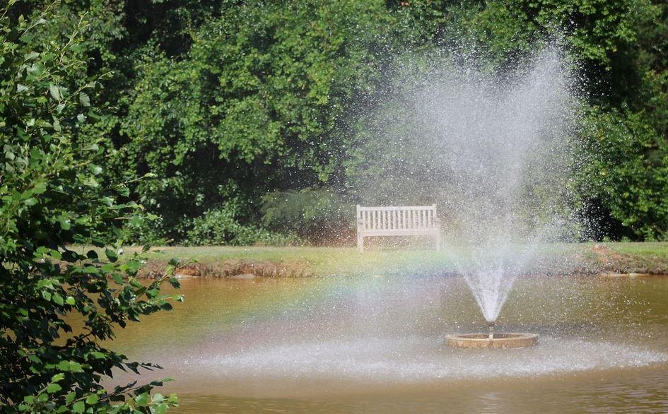 fontaine solaire pour jardin zen