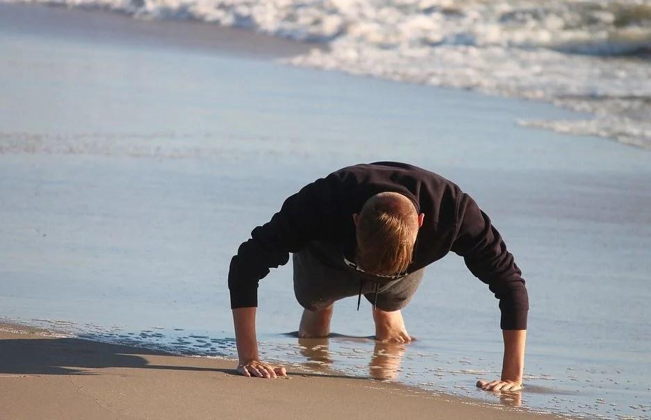 Athlète sans poignées de pompes pour musculation