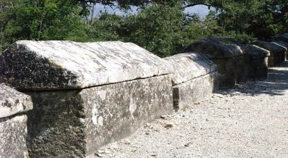 Les sarcophages de Mazan