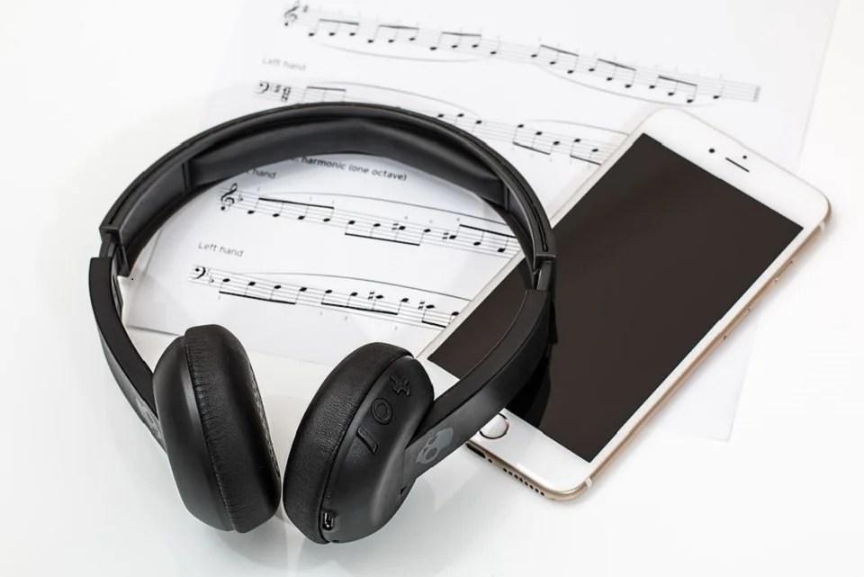 Smartphone et casque Bluetooth