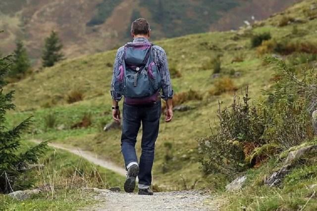 Chaussures de randonnée et sac à dos