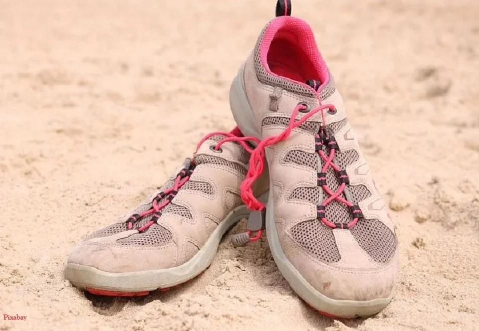 Aquashoes entre sable et mer