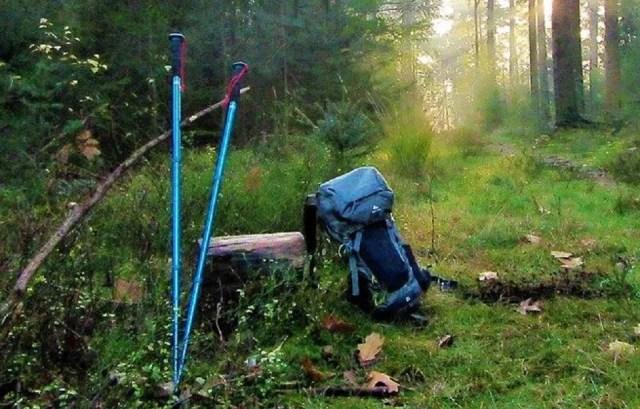 Bâtons de marche et sac à dos