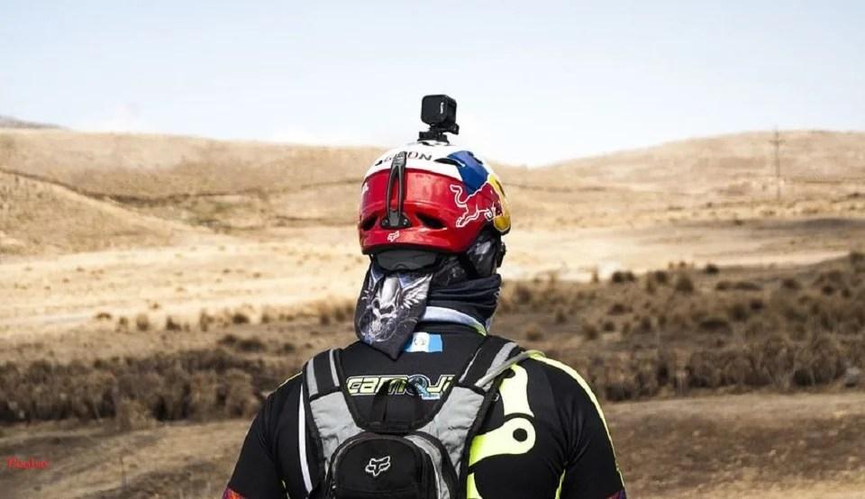 Caméra embarquée GoPro fixée sur un casque