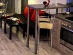 Le mange-debout, une table haute multifonction et design