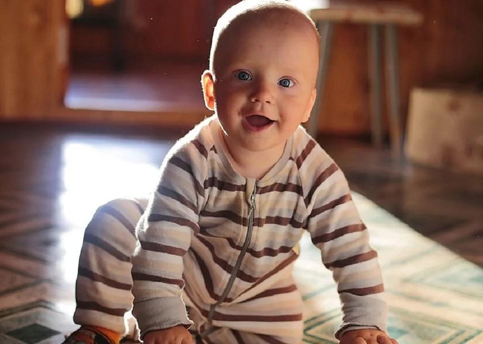 Combinaison pyjama homme, piquée à bébé