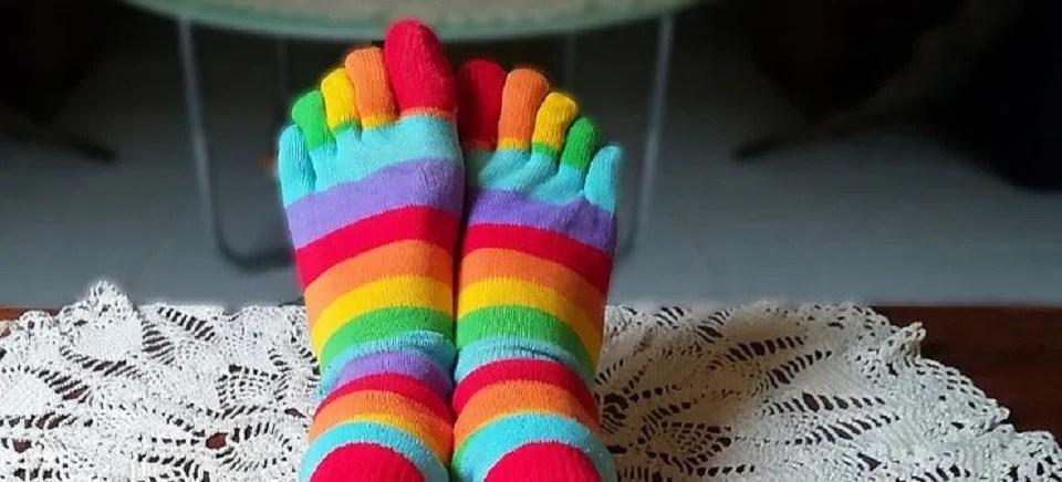 chaussettes à 5 doigts multicolores, le charme des chaussettes à orteils séparés