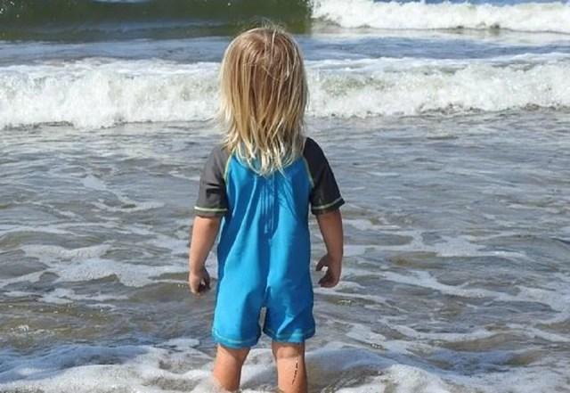 Tenue de plage : combinaison anti-uv garçon