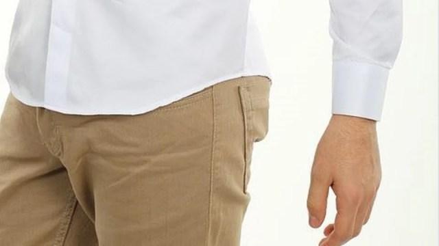 pantalon chino sable et chemise blanche : un duo parfait