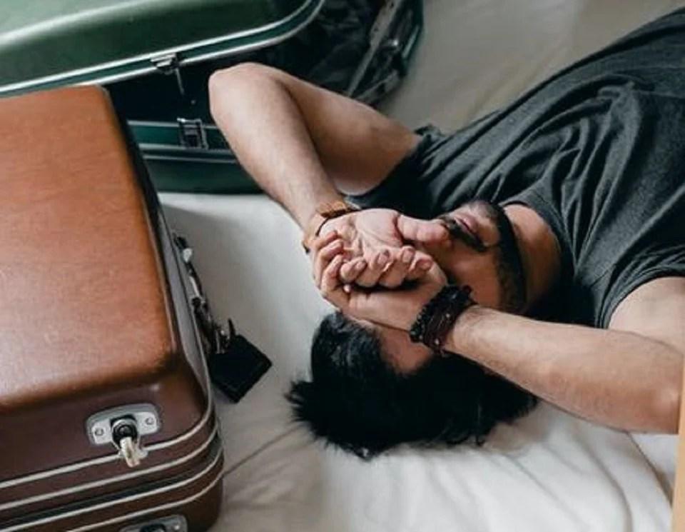 Tous les vêtements été homme à glisser dans la valise