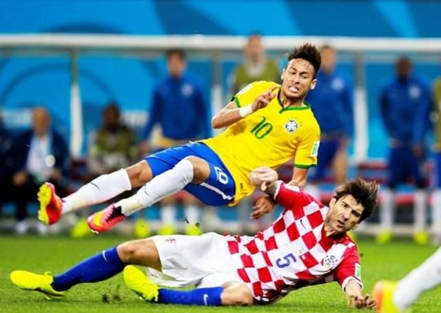 T-shirt homme pas cher. Pourquoi pas celui de Neymar