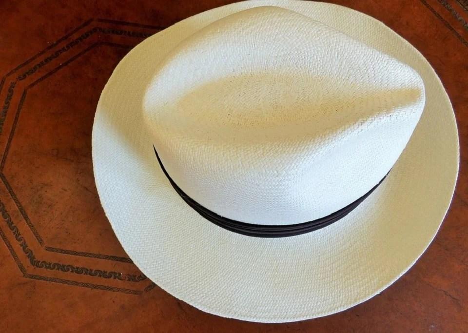 Panama homme : comment porter le chapeau de paille masculin de l'été