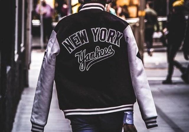 La veste baseball homme en mode urbain : comment porter la varsity jacket avec style