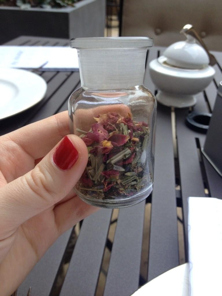 Selecting tea at the Mary Cassatt Tea Room // Her Philly