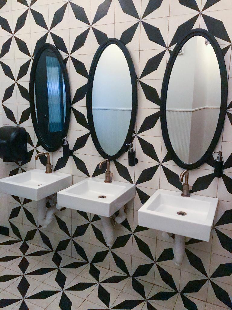 Suraya bathroom