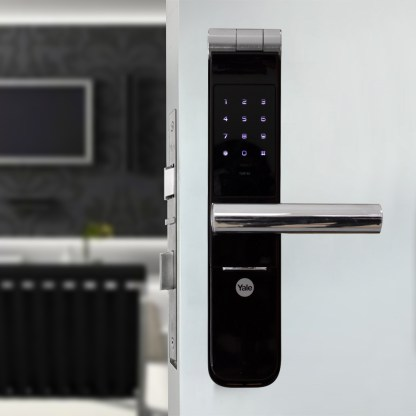 cerradura digital yale en puerta