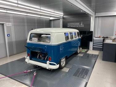 Abstimmung eines neu aufgebauten Motors in einem VW Bus T1 auf dem Allrad-Scheitelrollen-Prüfstand, Herrmann Motorenentwicklung GmbH