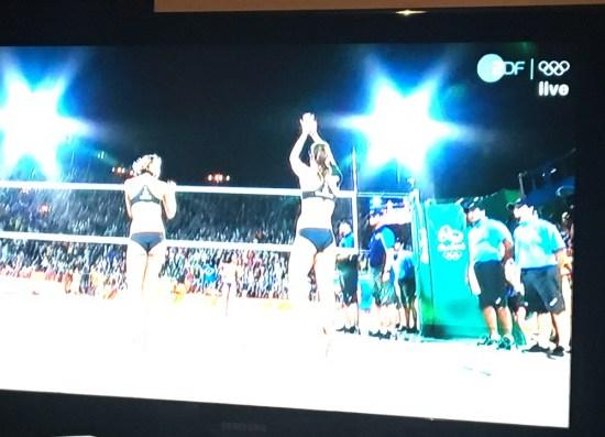 Laura und Kira nach gewonnenem Matchball!