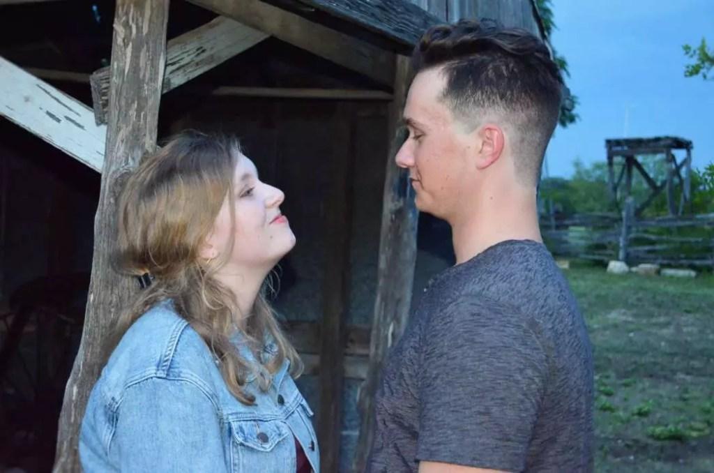 DIY Engagement Photos on a Budget hertrack.com