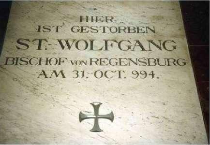 Todesstätte des Heiligen Wolfgang in der Klosterkirche von Pupping/Österreich.