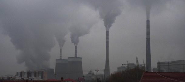 Ein Bild, das Himmel, Zug, Rauch, draußen enthält.  Automatisch generierte Beschreibung