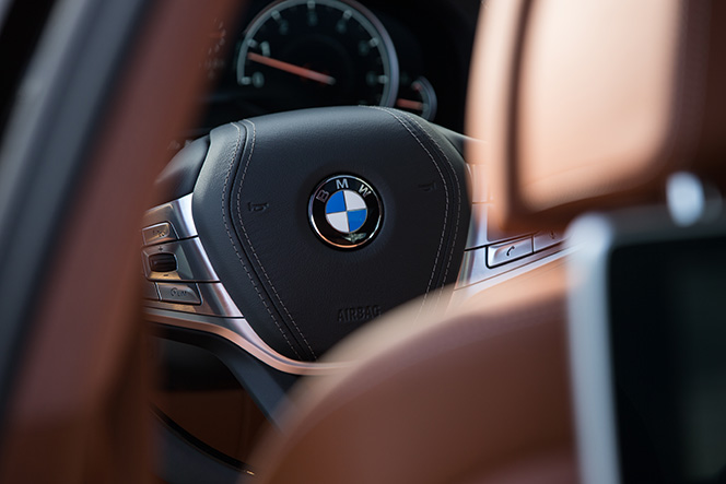 bmw-7-series-2016-features-review-steering-wheel