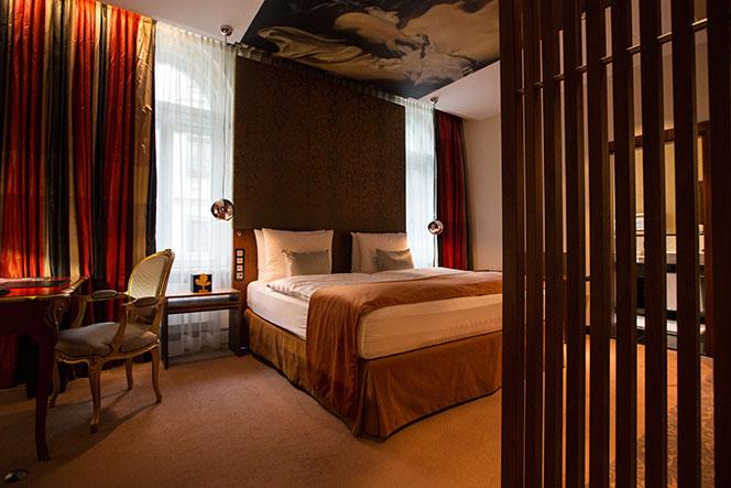 vier-jahreszeiten-hotel-munich-reviews-2015-suite-bedroom