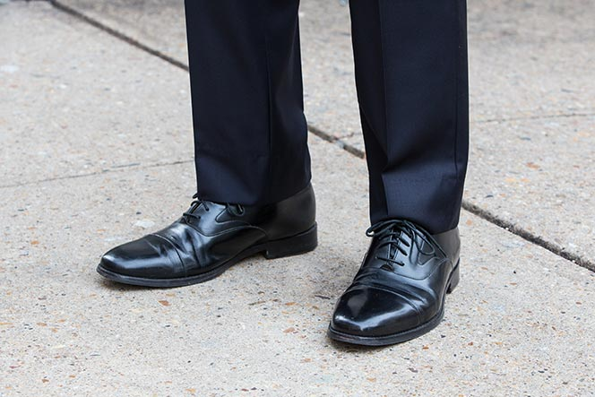 dark navy suit with black shoes business outfit ideas