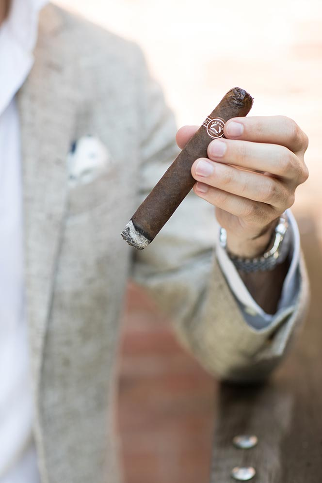 how to smoke cigar properly