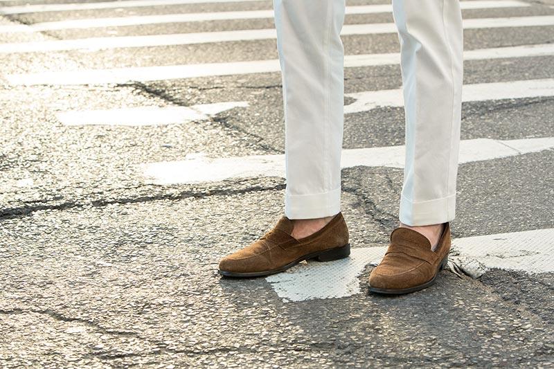 wearing white pants men