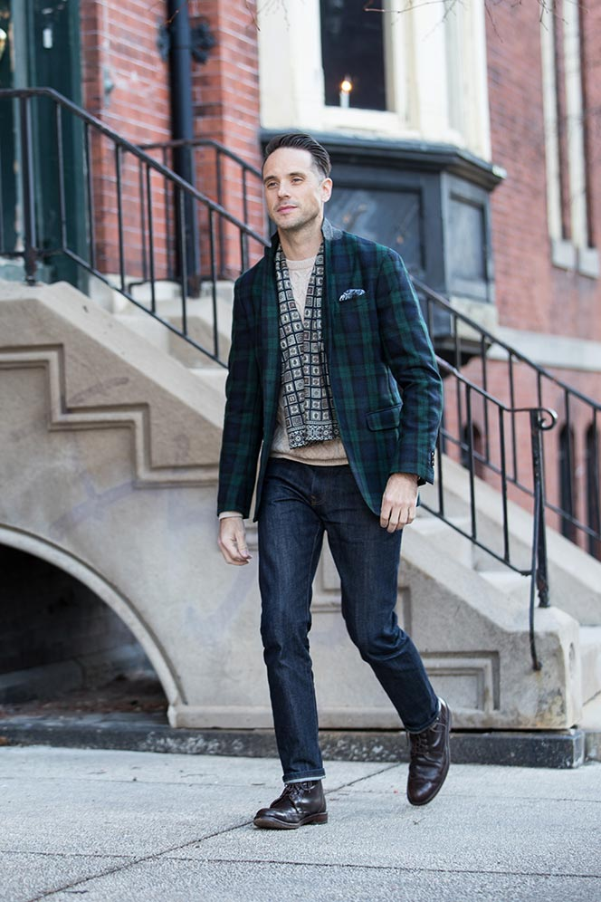 no-fuss-festive-holiday-outfit-casual-look-with-tartan-plaid-blazer