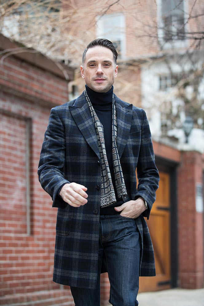 casual-valentines-day-date-outfit-idea-no-red-navy-turtleneck-scarf-plaid-coat-jeans-6
