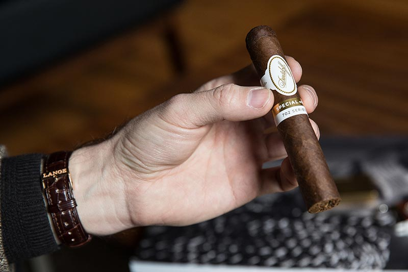 davidoff-702-series-special-r-review-holding-cigar-lange-sohne-watch-rose-gold