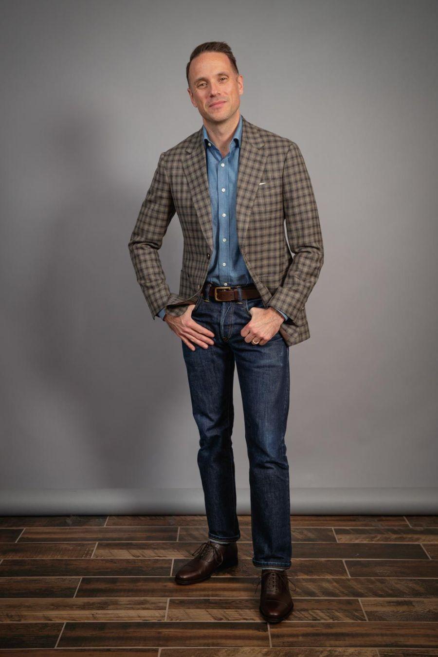 capsule-wardrobe-for-men-gun-club-sports-jacket-and-jeans-denim-shirt-brown-shoes