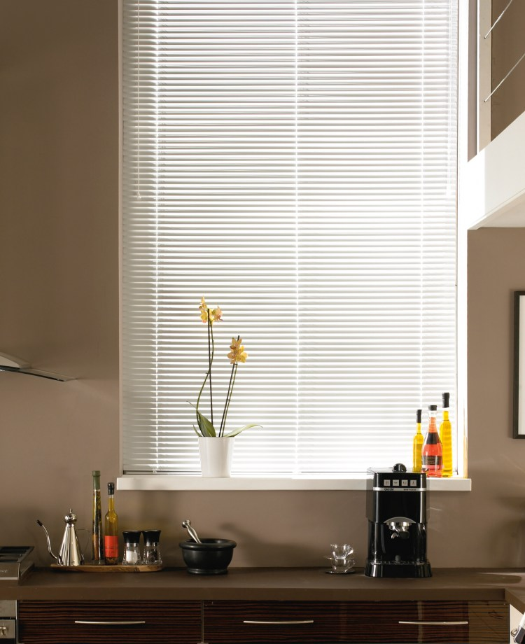 fitted white aluminium venetian blind