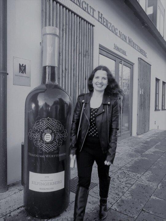 Sommeliere Isabel Gil von Bed & Wine im Weingut Herzog von Wuerttemberg